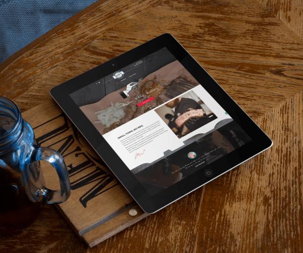 apple-ipad-black-portrait-wooden-table-standard